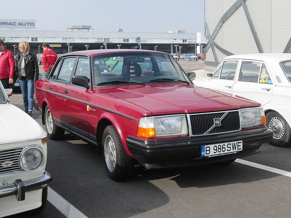 960px-1986_Volvo_244_GL_in_Bucharest.jpg